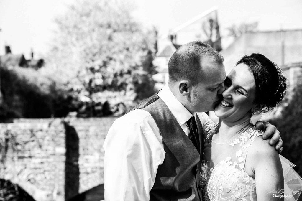 wedding portraits in greyfriars gardens in Canterbury