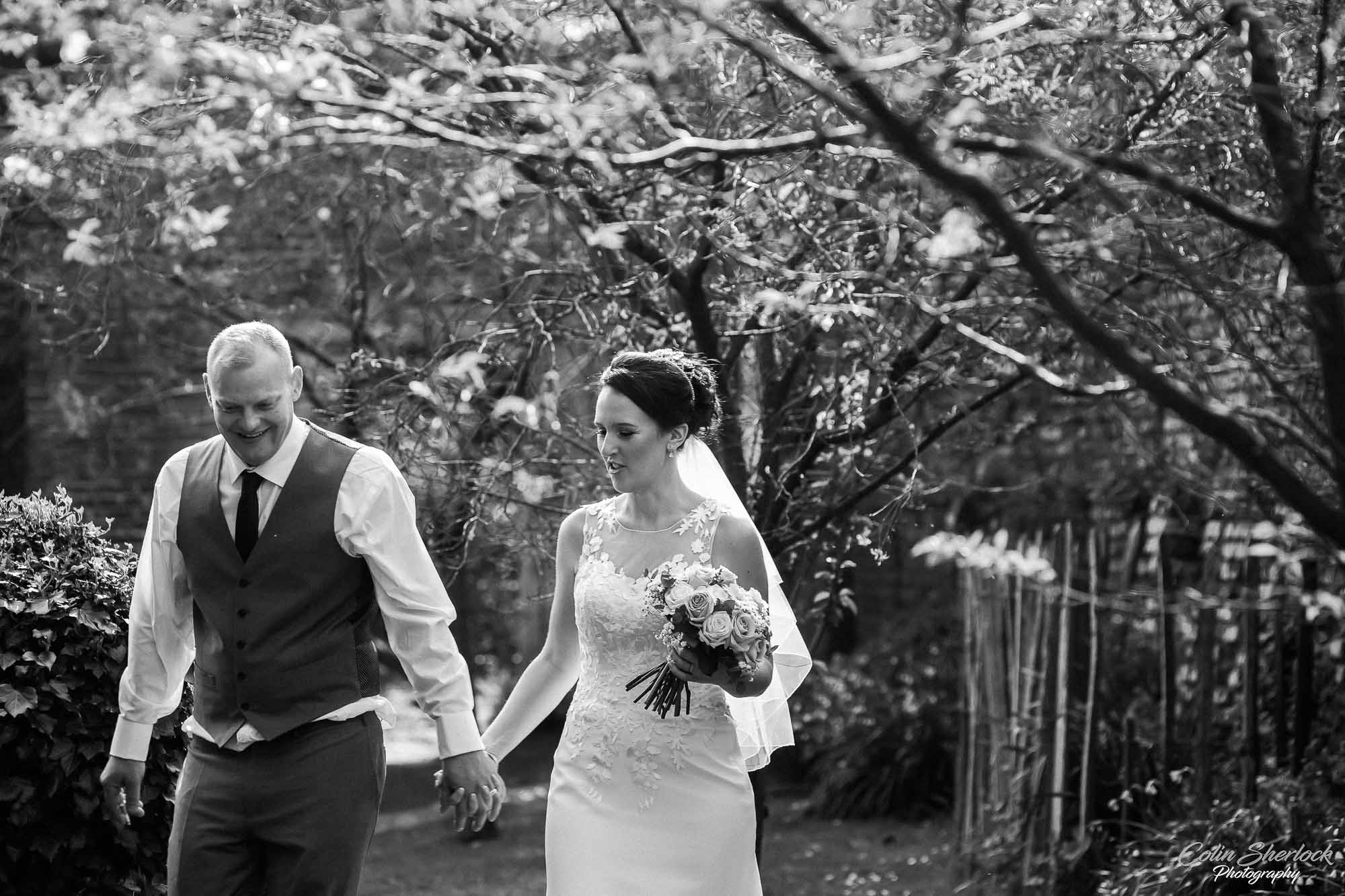 wedding portraits in greyfriars gardens in Canterbury