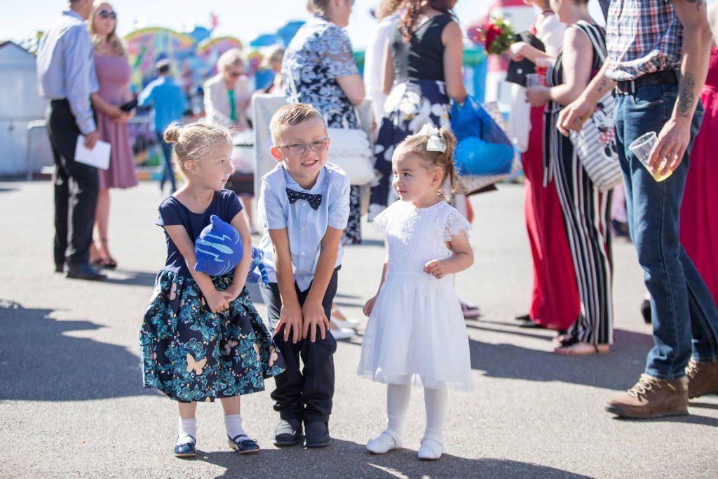 children posing at a wedding